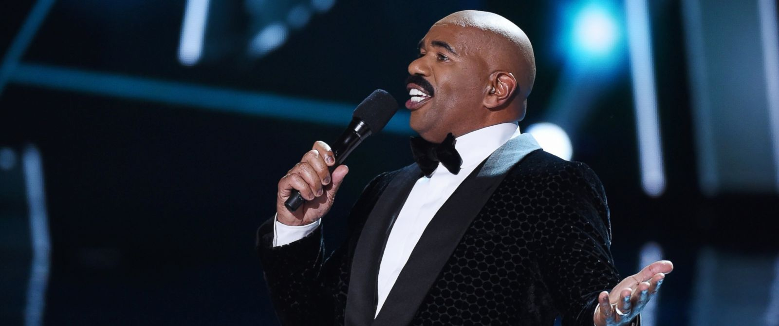 PHOTO: Steve Harvey hosts the 2015 Miss Universe Pageant at The Axis at Planet Hollywood Resort & Casino on Dec. 20, 2015 in Las Vegas.