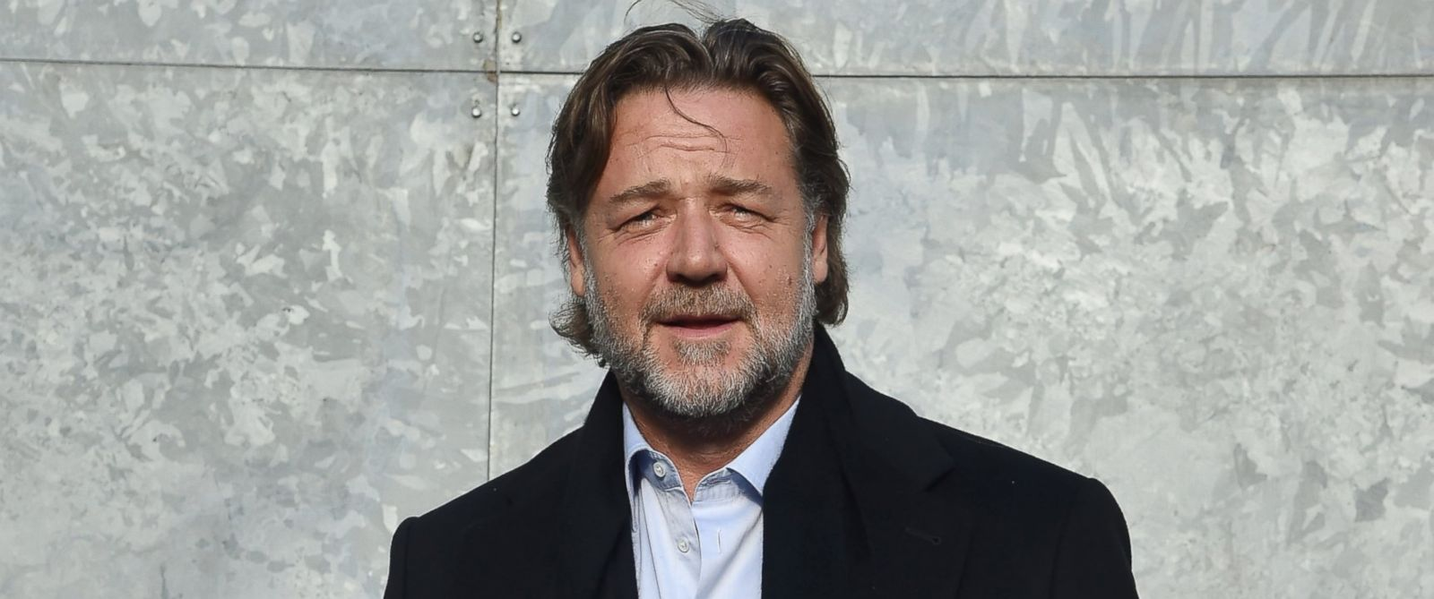 PHOTO: Russell Crowe arrives at the Giorgio Armani show during Milan Mens Fashion Week Fall/Winter 2016/17, Jan. 19, 2016 in Milan.
