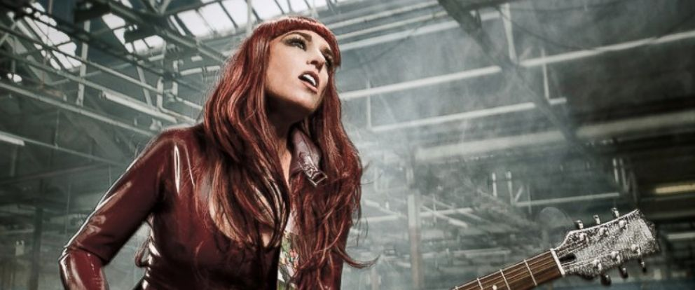 PHOTO: Sinead OConnor reveals her new look.