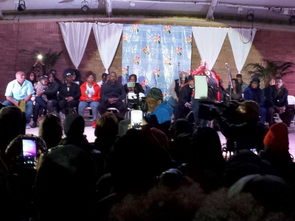 PHOTO: People gather for a vigil to Bobbi Kristina Brown, Feb. 9, 2015, in Atlanta.