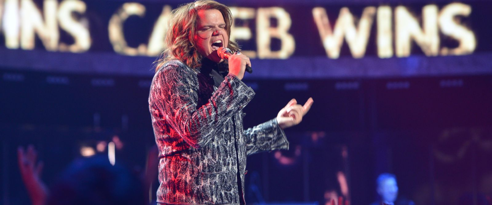 PHOTO: Caleb Johnson sings during the final episode of American Idol, May 21, 2014.