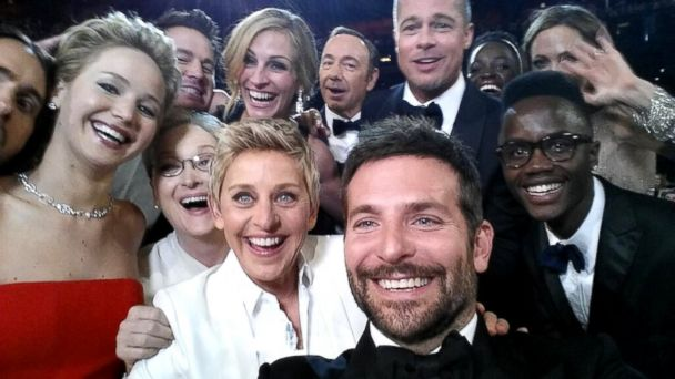 PHOTO: Ellen DeGeneres takes a selfie with Jared Leto, Jennifer Lawrence, Channing Tatum, Meryl Streep, Julia Roberts, Kevin Spacey, Brad Pitt, Lupita Nyongo, Angelina Jolie, Peter Nyongo and Bradley Cooper at the Oscars, March 02, 2014.