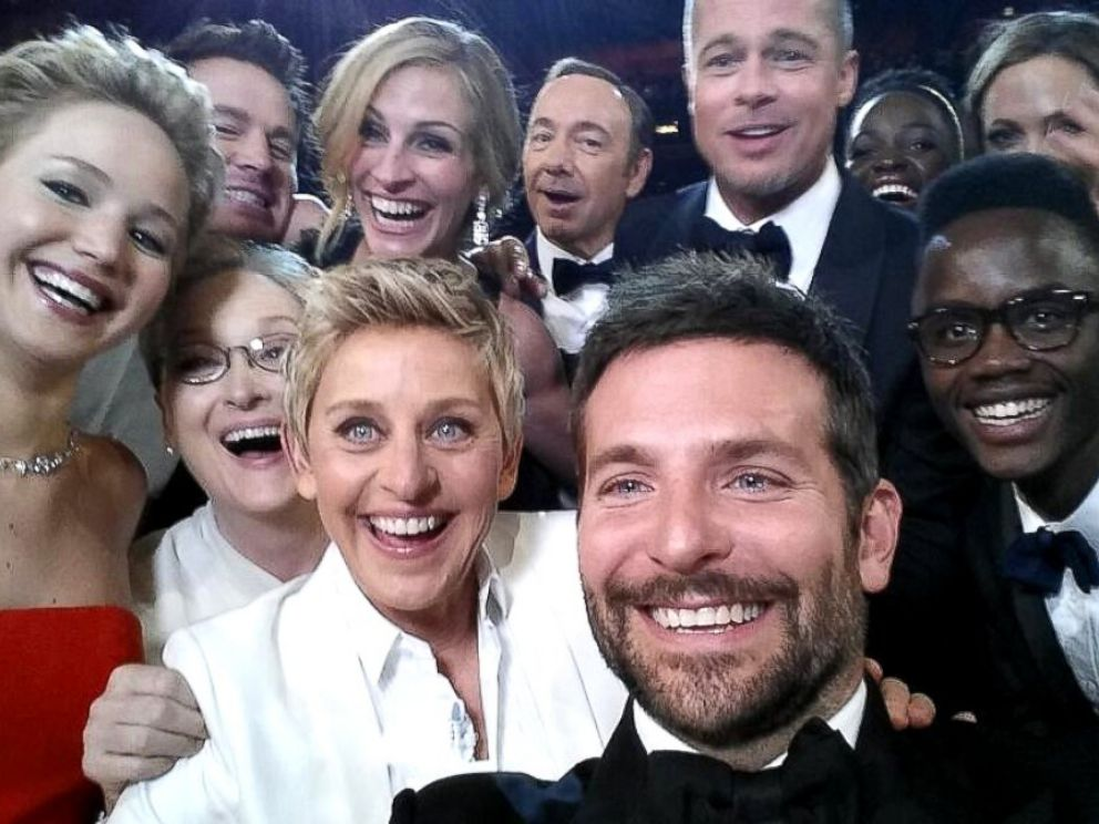 PHOTO: Ellen DeGeneres takes a selfie with Jared Leto, Jennifer Lawrence, Channing Tatum, Meryl Streep, Julia Roberts, Kevin Spacey, Brad Pitt, Lupita Nyongo, Angelina Jolie, Peter Nyongo and Bradley Cooper at the Oscars, March 02, 2014.