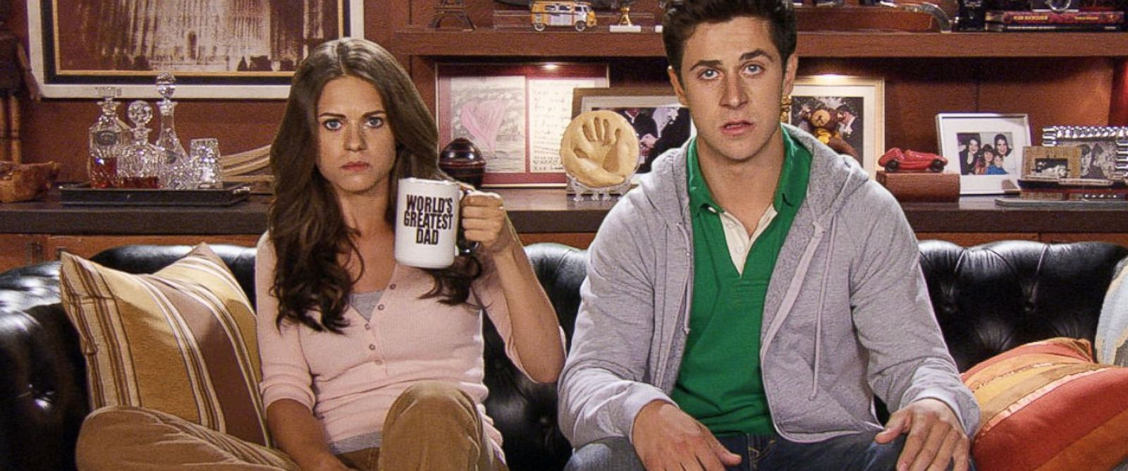 """PHOTO: Lyndsy Fonseca and David Henrie in a scene from """"How I Met Your Mother."""""""