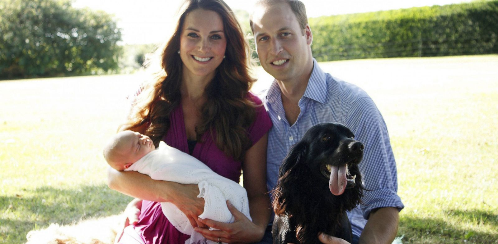 PHOTO: The Duke and Duchess of Cambridge and Prince George