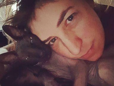 PHOTO: Mayim Bialik Cuddles Up to a Furry Friend