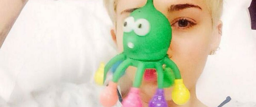 PHOTO: Miley Cyrus shared this image on her Twitter account from her hospital bed, April 15, 2014.
