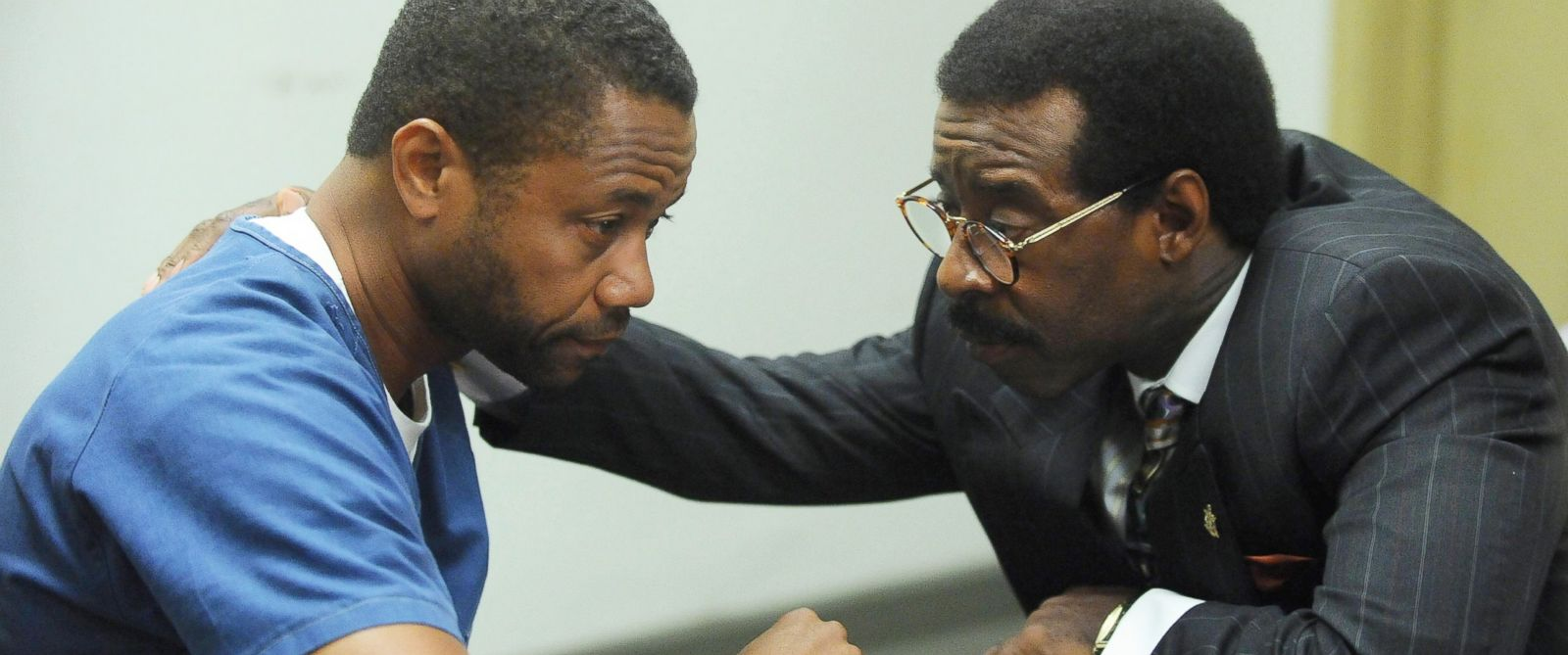 """PHOTO:Cuba Gooding, Jr. as O.J. Simpson and Courtney B. Vance as Johnnie Cochran in a scene from the TV miniseries, """"The People v. O.J. Simpson: American Crime Story."""""""