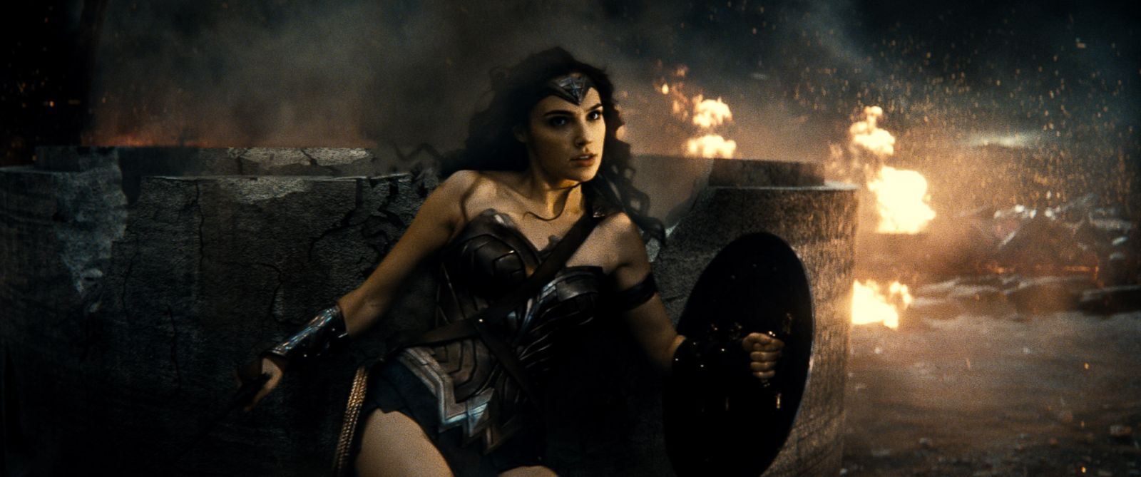 """PHOTO:Gal Gadot is seen as Wonder Woman in the action adventure """"Batman v Superman: Dawn of Justice."""""""