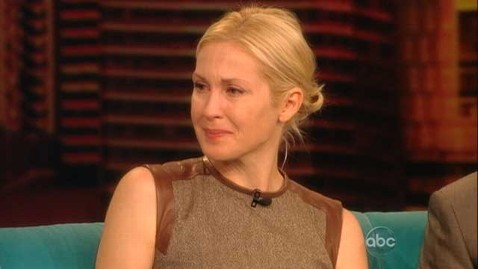 Kelly rutherford view tv thg 120913 wblog Kelly Rutherford Breaks Down on The View Talking About Custody Battle