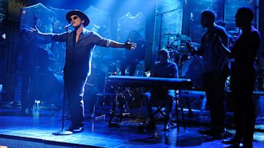 "PHOTO: Bruno Mars performs on ""Saturday Night Live,"" episode 1625."