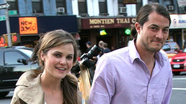 PHOTO: Keri Russell and husband Shane Deary stroll through the East Village hand in hand near a Tribeca Film Festival site in this May, 4, 2007, file photo.