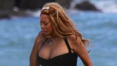 Wendy Williams Struts Her Stuff on the Beach