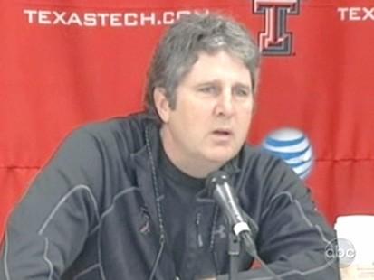 VIDEO: Texas Techs Mike Leach blames his teams performance on their fat girlfriends.