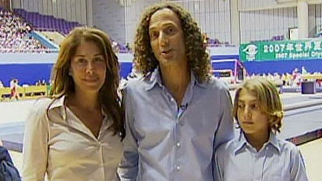 VIDEO: Kenny G Files for Divorce