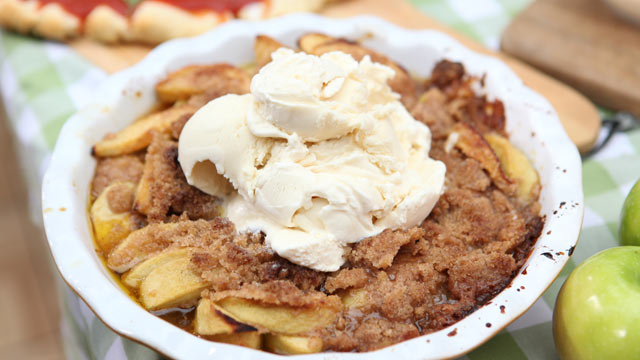 PHOTO: Emeril Lagasse's apple betty is shown here.