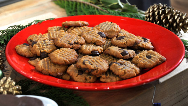 PHOTO: Emeril's gluten-free peanut butter-chocolate chip cookies are shown here.