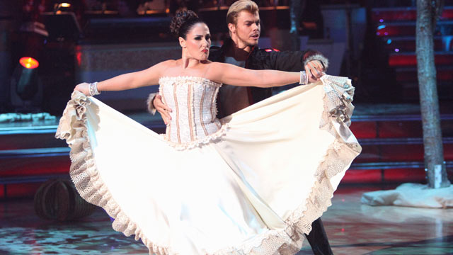 PHOTO: Ricki Lake Performs on Dancing with the Stars.