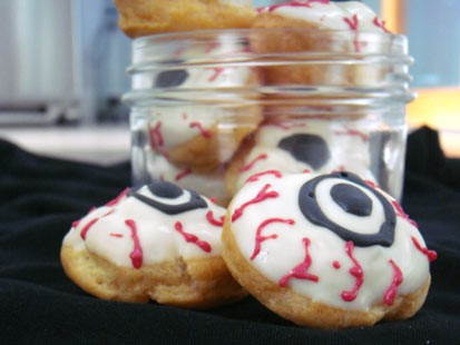 PHOTO: Pictured are Eyeball cookies for the GMA Spot Dessert Bars spooky desserts.