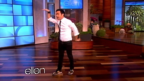 abc justin theroux dance wy 120222 wblog Jennifer Anistons Boyfriend Justin Theroux Breakdances on Ellen