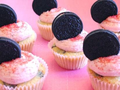 PHOTO: Lauren Torrisis strawberry Oreo cupcakes are shown here.