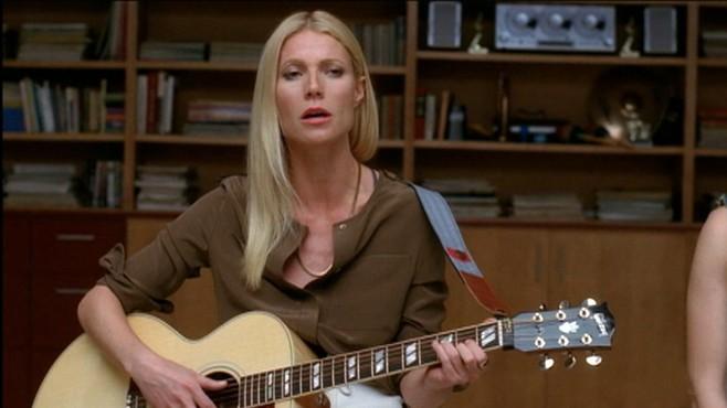 VIDEO: Gwyneth paltrow sings Landslide and Kiss on Foxs Glee.