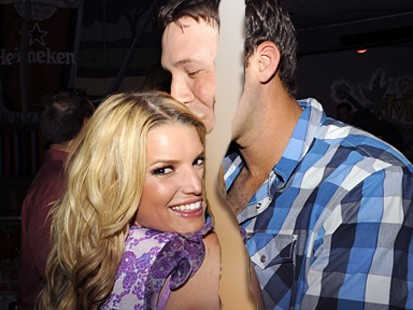 when did tony romo and jessica simpson start dating
