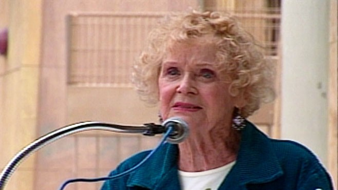 VIDEO: Gloria Stuiart dies of cancer at age 100.