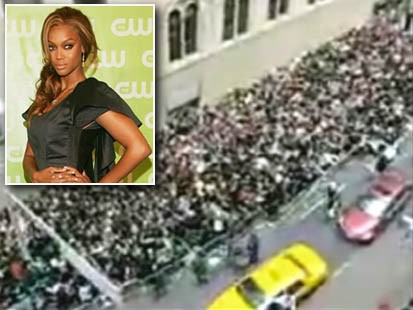VIDEO: Crowd erupts at auditions for Americas Next Top Model.