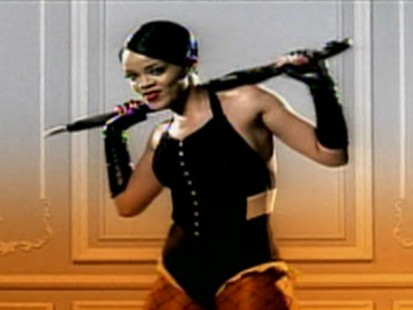 VIDEO: Rihanna is set to testify in Chris Browns assault case.
