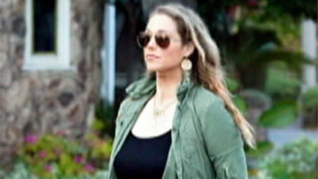 VIDEO: Elizabeth Berkley is pregnant with her first child.