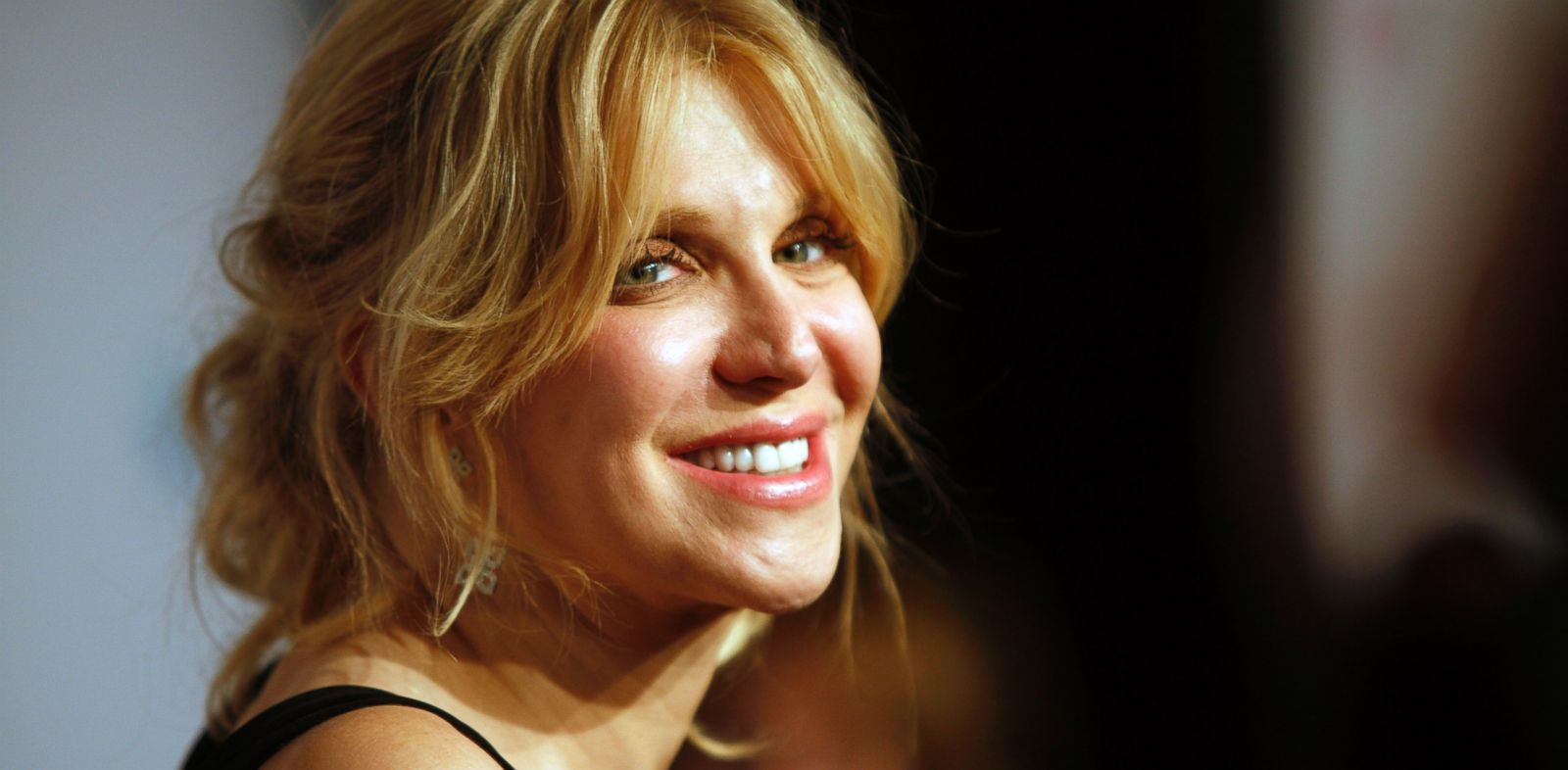 """PHOTO: In this Oct. 15, 2013 file photo, Courtney Love arrives at the Elton John AIDS Foundations 12th Annual """"An Enduring Vision"""" benefit gala at Cipriani Wall Street, in New York."""
