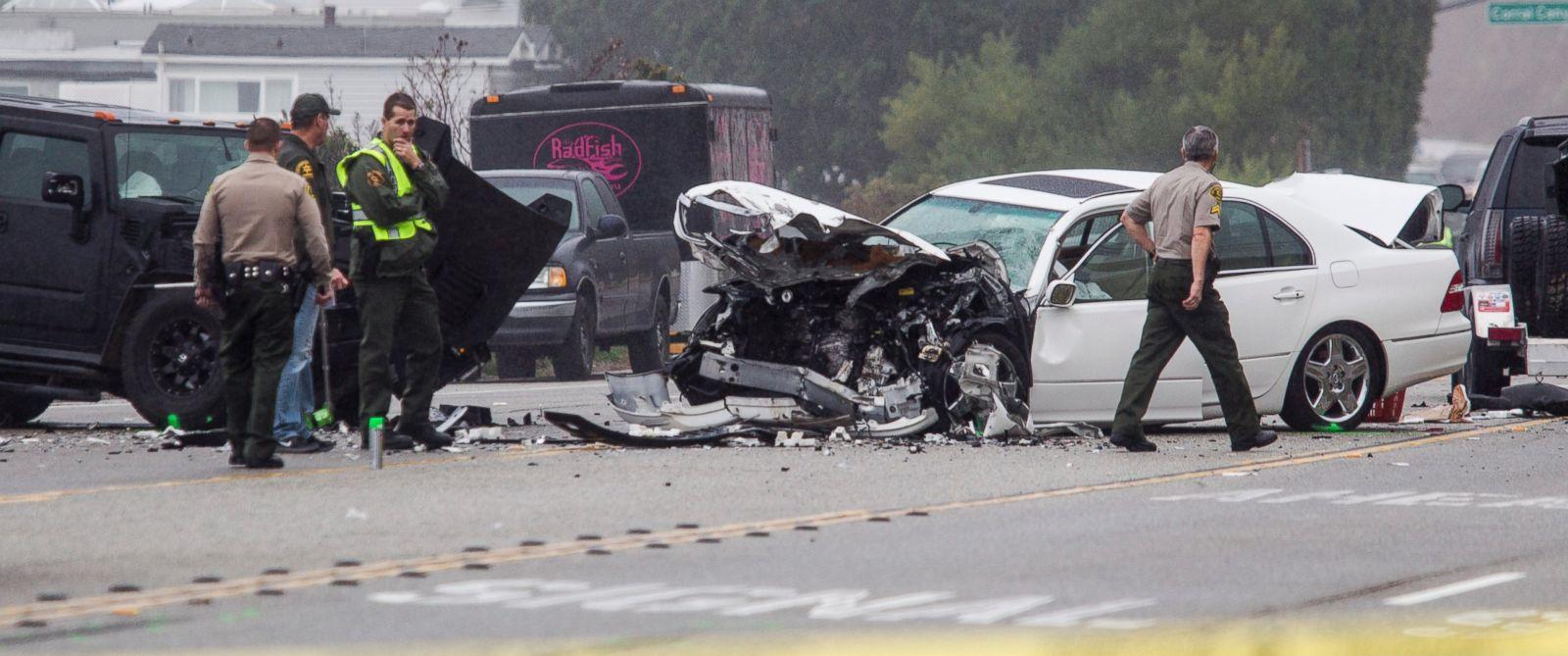 PHOTO: Los Angeles County Sheriffs deputies investigate the scene of a collision involving three vehicles in Malibu, Calif. on Saturday, Feb. 7, 2015.