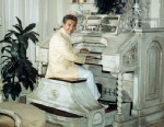 PHOTO: Entertainer Liberace is seated at his organ in his Beverly Hills home in California, June 17, 1961.