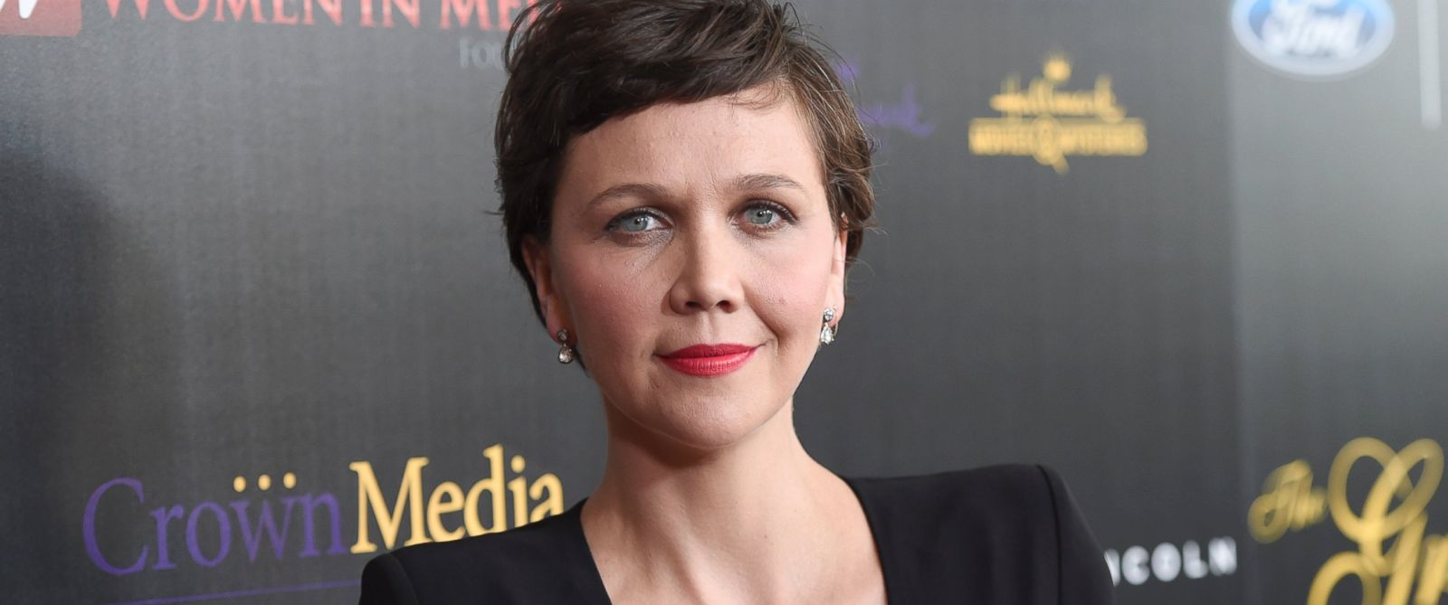 whos dating maggie gyllenhaal Maggie gyllenhaal got married to peter sarsgaard they were dating for three years after getting together in jun 2002 after 3 years of engagement, they married on 2nd may 2009.