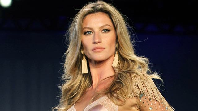 PHOTO: Gisele Bundchen walks the runway during the 'Hope' Valentine Day Special Collection Launch Fashion Show, May 12, 2011 in Sao Paulo, Brazil.