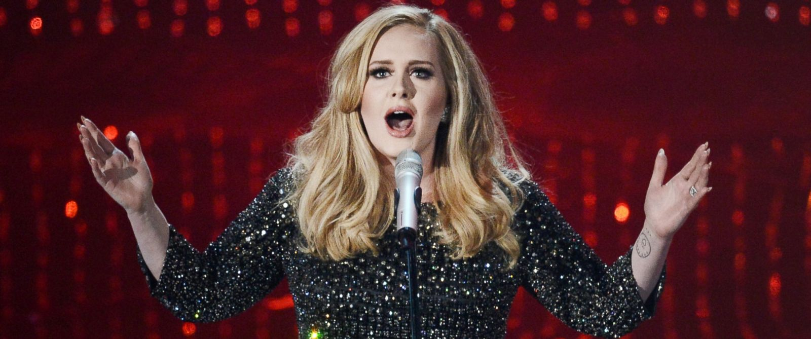 PHOTO: Singer Adele performs onstage during the Oscars held at the Dolby Theatre on February 24, 2013 in Hollywood, Calif.