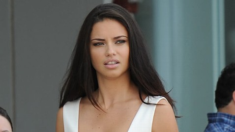 gty adriana lima jp 120320 wblog Adriana Lima Pregnant with Second Child