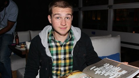 gty angus t jones thg 121126 wblog Two and a Half Men Star Calls Show Filth, Begs People to Stop Watching