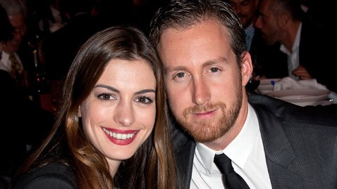 gty anne hathaway adam shulman jef 111129 wblog Who Is Anne Hathaways Fiance, Adam Shulman?