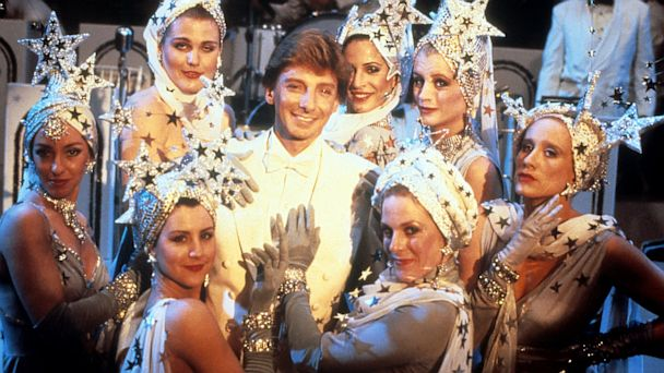 PHOTO: Barry Manilow