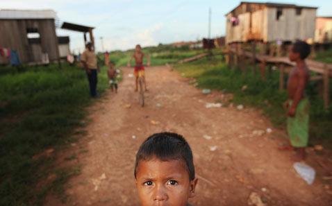 gty belo monte dam displaced child street thg 120618 wblog Brazils Belo Monte Dam to Displace Thousands in Amazon