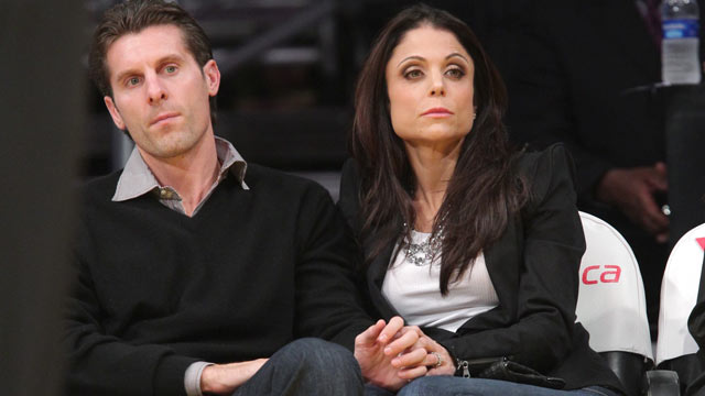 PHOTO: Jason Hoppy and Bethenny Frankel attend a game at Staples Center, Dec. 3, 2010, in Los Angeles, Calif.