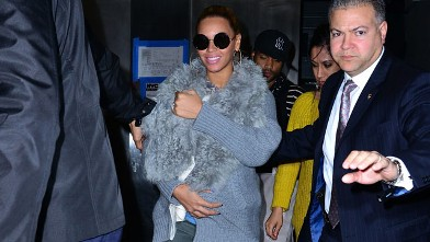 PHOTO: Beyonce Knowles and her daughter Blue Ivy Carter seen on the streets of Manhattan, March 27, 2012 in New York City.