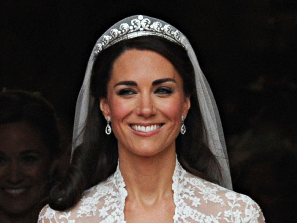 duchess kate s first state banquet diamonds and dresses