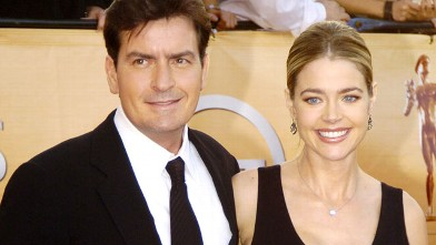 PHOTO: Charlie Sheen and Denise Richards during 2005 Screen Actors Guild Awards - Arrivals at The Shrine in Los Angeles, California, United States.