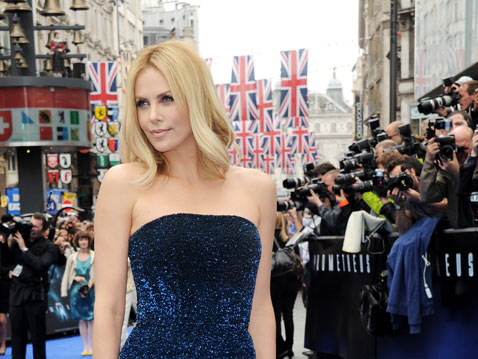 gty charlize theron mn thg 120601 wblog This Weeks Celebrity Round up
