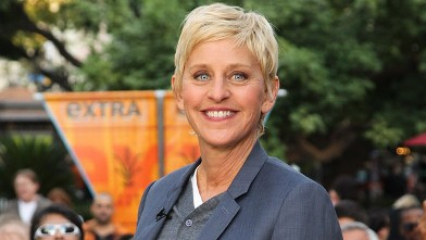 PHOTO: Ellen Degeneres visits Extra at The Grove on October 4, 2011 in Los Angeles, California.