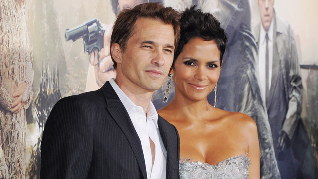 "PHOTO: Actor Olivier Martinez and actress Halle Berry arrive at the Los Angeles Premiere ""Cloud Atlas"" at Grauman's Chinese Theatre on October 24, 2012 in Hollywood, Calif."