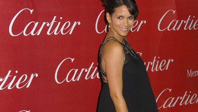 PHOTO: Actress Halle Berry arrives at the 2008 Palm Springs International Film Festival Gala at the Palm Springs Convention Center.